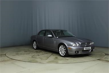 JAGUAR XJ SERIES XJ 2.7 TDVi Executive 4dr Auto Diesel - GREY - YB08WHC - 4 Door Saloon