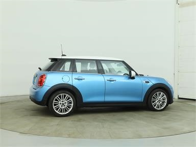 MINI HATCHBACK 1.5 Cooper D 5dr [Chili/Media Pack XL] Diesel - BLUE - YE16EVR - 5 Door Hatchback